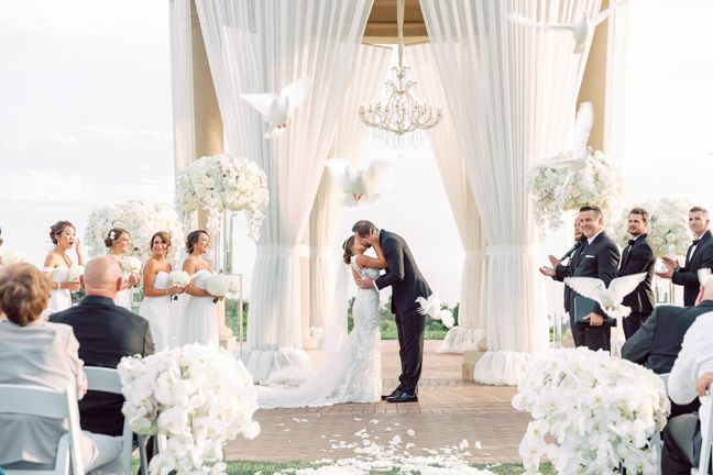 Forget everything you know about traditional weddings! This Orange County black tie affair to a whole new level by blending glamour and elegance.  Photographer Jana Williams takes you inside this Pelican Hill wedding!