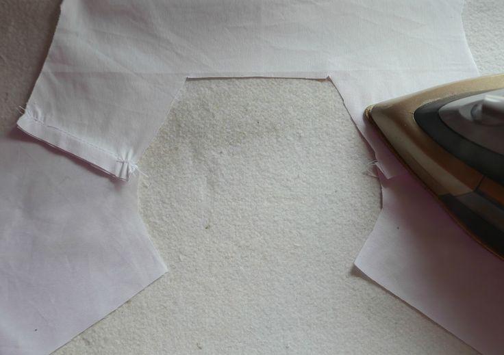 Hoy en el Cose Conmigo  vamos a coser las sisas de la prenda. Después de haber cosido el cuello, este paso no nos debe resultar difi...