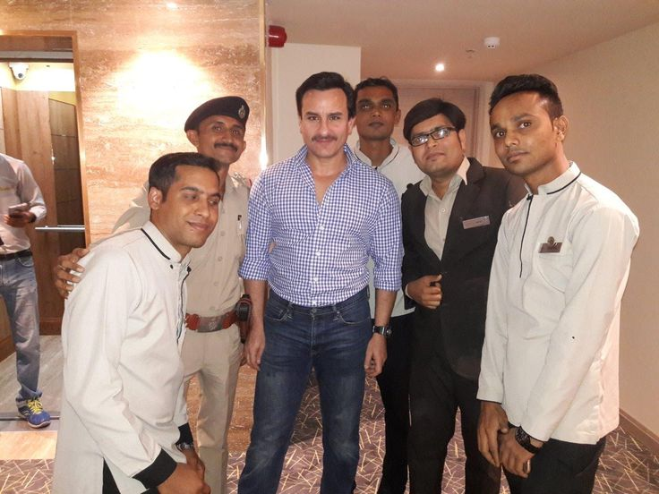 Look who's here with us! Bollywood actor Mr. Saif Ali Khan with the hotel staff and the General Manager Mr. Sanjay Wadhwa during his recent visit at Efcee Sarovar Portico #Bhavnagar #CelebrityVisit #Celebrity #SaifAliKhan #engagement