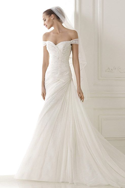 Best 20 luna novias wedding gowns ideas on pinterest for Wedding dresses for cruise ship
