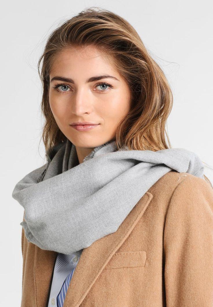 ¡Consigue este tipo de bufanda de Naf Naf ahora! Haz clic para ver los detalles. Envíos gratis a toda España. NAF NAF UVISCO Bufanda gris chine: NAF NAF UVISCO Bufanda gris chine Complementos   | Material exterior: 71% poliéster, 29% viscosa | Complementos ¡Haz tu pedido   y disfruta de gastos de enví-o gratuitos! (bufanda, bufanda, scarf, snood, knitted scarf, schal, bufanda, écharpe, sciarpa, bufandas)