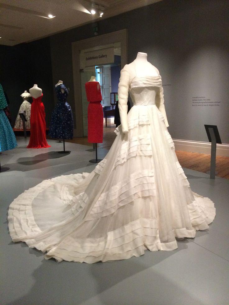 Wedding Dress 1953 Hardy Amies White Cotton Organdie