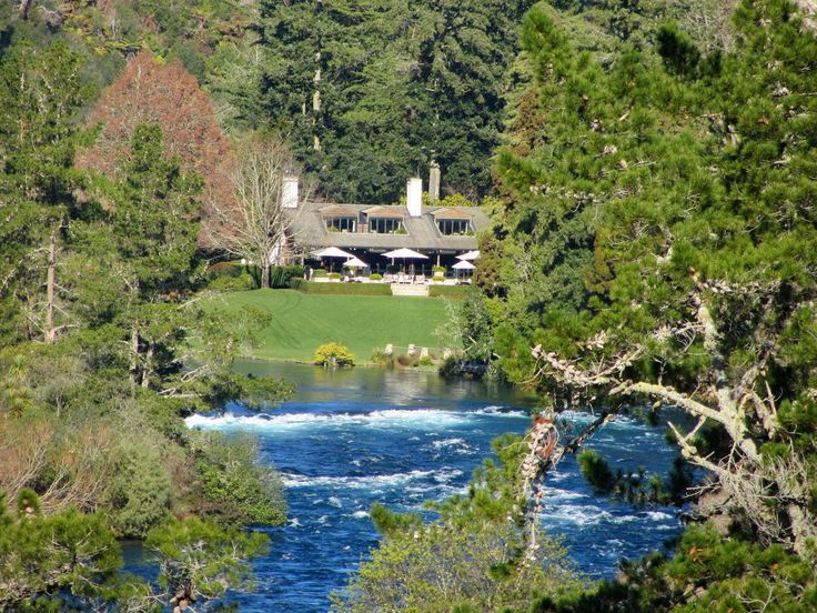 Google Image Result for http://www.4hours1000places.com/wp-content/uploads/2012/08/famous-huka-lodge.jpg