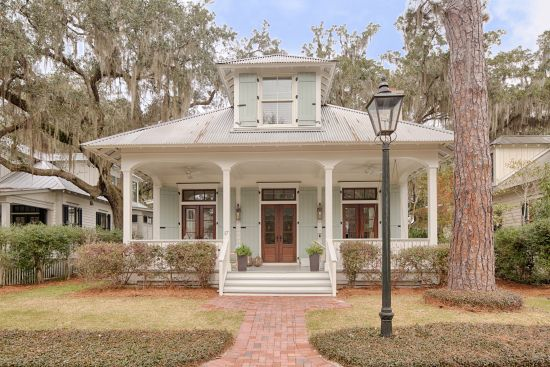 Real estate find of the week: A charming Lowcountry cottage in Bluffton, South Carolina! | Coastalliving.com