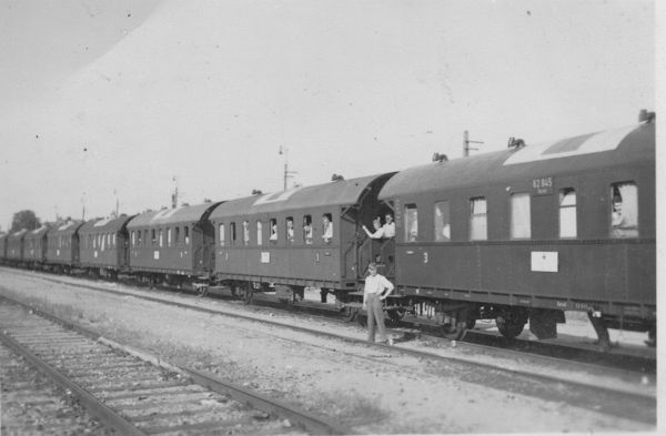 Insterburg, Lazarettzug hält auf dem Bahngelände