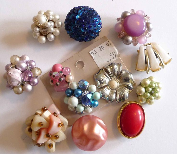 Thrift-store Jewelry Magnets! Cute idea for turning your mismatched jewelry or unique thrift-store finds into magnets for your fridge :0)