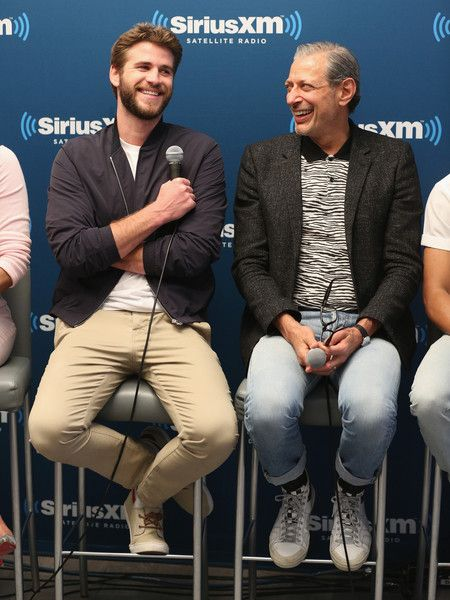 Liam Hemsworth Photos - Liam Hemsworth and Jeff Goldblum attend SiriusXM's 'Town Hall' With The Cast Of Independence Day: Resurgence; 'Town Hall' To Air On SiriusXM's Entertainment Weekly Radio on June 15, 2016 in New York City. - SiriusXM's 'Town Hall' With the Cast of 'Independence Day: Resurgence' Town Hall