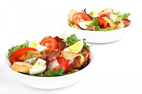 Салат с беконом и помидорами, ссылка на рецепт - https://recase.org/salat-s-bekonom-i-pomidorami/  #Салаты #блюдо #кухня #пища #рецепты #кулинария #еда #блюда #food #cook