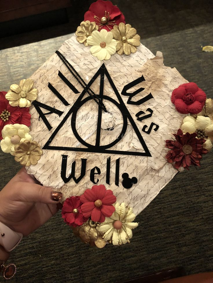 Harry Potter graduation cap with a touch of Mickey