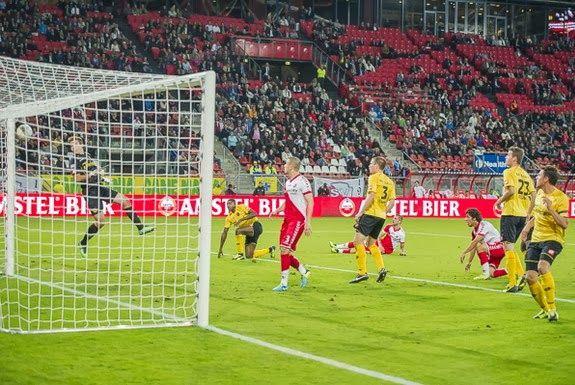 Comedy Own Goal: Filip Kurto (Roda JC) vs Utrecht