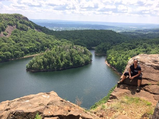 Hubbard Park, Meriden, Connecticut — by Patricia Cleary. West Peak. Blue Trail. 4.5 miles. 1,100 ascending. About 3hr hike to Castle Craig and back down.