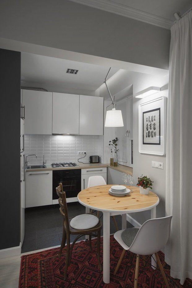 Вместе с архитектором Максимом Тихоновым рассказываем, как на скромном метраже обустроить кухню с обеденной зоной, дополнительной рабочей поверхностью и продуманными системами хранения