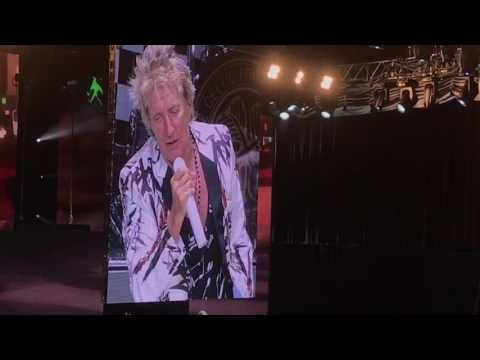 Rod Stewart and Cyndi Lauper Begin 2017 Tour: Set List and Video