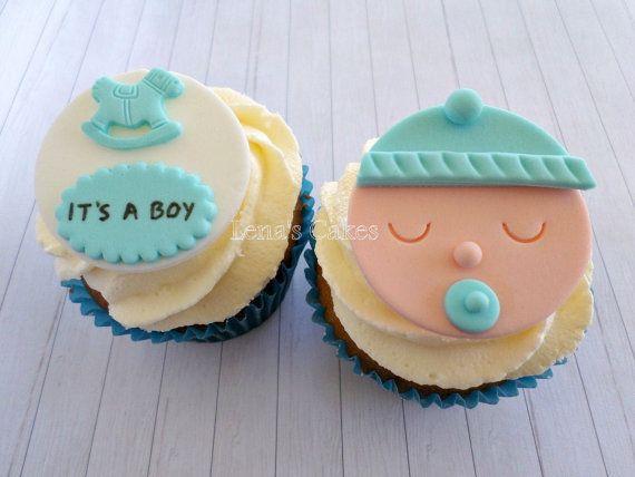 Baby Boy douche Fondant eetbare Cupcake Toppers Hoeveelheid - 1 dozijn (12 stuks) Ontwerp- Gezicht van de jongen van 6 baby met fopspeen Toppers 6 schommelpaard met Its a boy Tag Toppers ~ Kleuren kunnen worden aangepast aan uw feest thema ~ Grootte - ongeveer 2 duim (5 cm) ►Shelf leven 6 maanden min.  Welkom nieuw lid van de familie op de zoetste manier! Schattige cupcake decoratie voor uw aanstaande baby jongen douche of gender reveal partij. Alles wat je hoeft te doen is bakken (of kopen)…