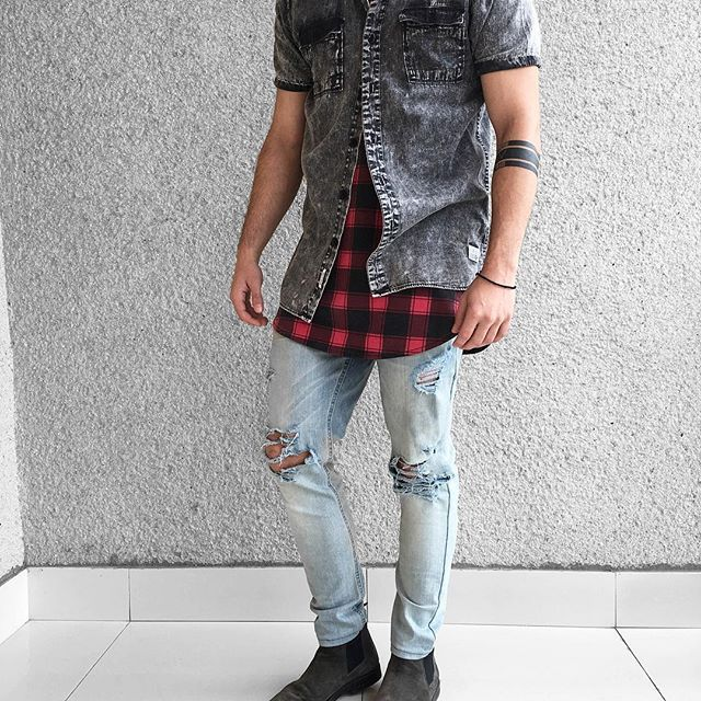 Chelsea boots, distressed denim & street layers