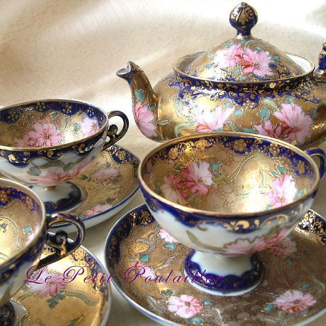 So gorgeous! 19th Century Antique Japanese Porcelain Tea Service For 4 by Le Petit Poulailler, via Flickr