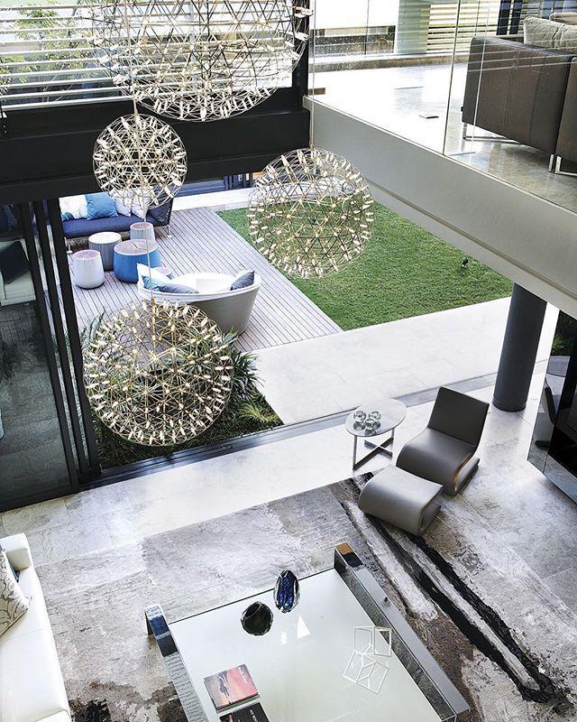 || Glamorous Simplicity || . . . 🏠 6th 1448 Houghton ZM 📐 SAOTA 📍 Johannesburgo, South Africa 🇿🇦 📸 Adam Letch 🏗️ 🔲 ⠀ ⠀ ……...................................