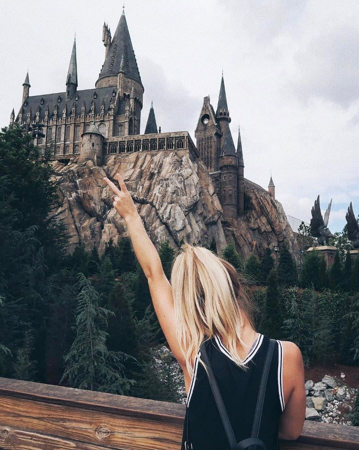 It's hard to contain your excitement when you finally get to Hogwarts! See this spectacular view at The Wizarding World of Harry Potter - Hogsmeade at Universal Orlando Resort. (IG Cred: @lindziller)
