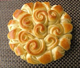 Foodiva's Kitchen: White Chocolate and Cranberry Wreath Bread