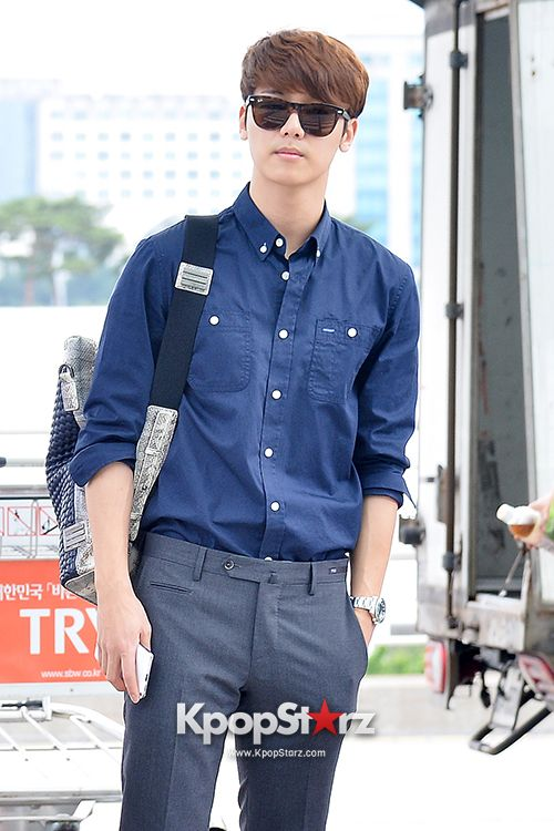 CNBLUE at Incheon Airport to Brazil for Music Bank Live in Brazil - Jun 5, 2014 [PHOTOS] http://www.kpopstarz.com/articles/94222/20140605/cnblue-incheon-airport-brazil-music-bank-live-jun-5-2014.htm