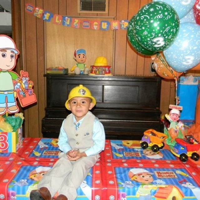 Handy manny birthday party centerpiece for Handy manny decorations