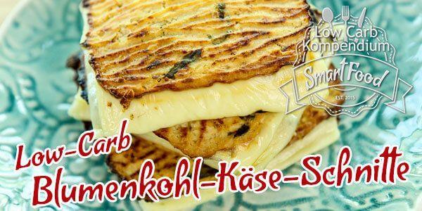 Low-Carb Blumenkohl-Käse-Schnitte ist schnell im Backofen gemacht, richtig lecker mit viel Käse. Würze die Schnitten mit deinen Lieblingsgewürzen & Kräutern