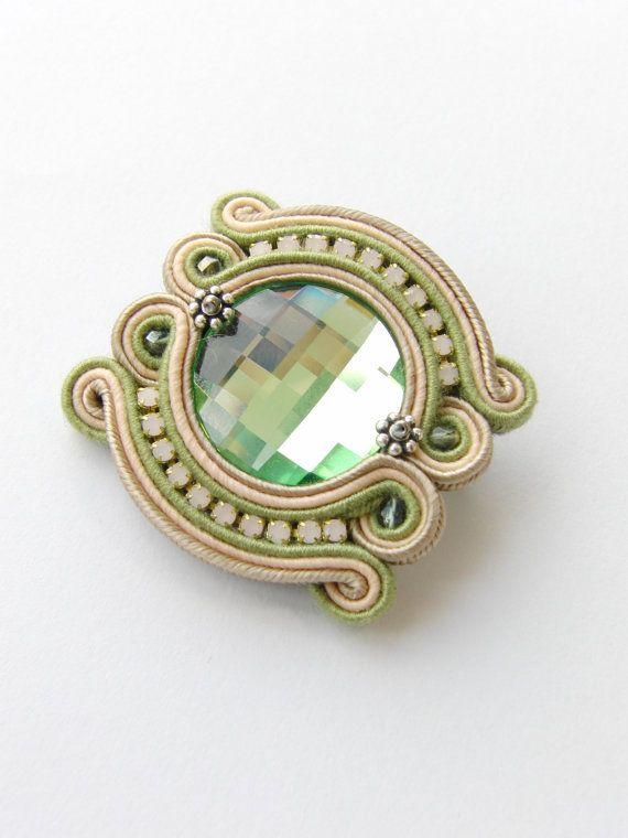 Soutache brooch by Violetbijoux on Etsy, $39.00