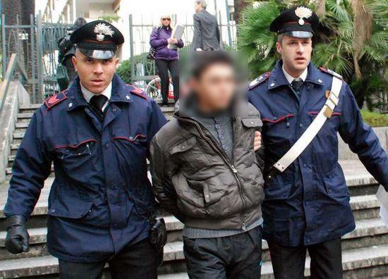 Minore arrestato per rapina a Recale a cura di Redazione - http://www.vivicasagiove.it/notizie/minore-arrestato-per-rapina-a-recale/