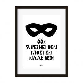 Super leuke zwart-wit poster voor op de kinderkamer! ;A4 poster met de grappige ;tekst: ;Ook superhelden moeten naar bed! ;In de Bedman ;versie ;)Geprint op 250 grams, mat papier. Exclusief lijst. ;Ontwerp: byBean.Ook verkrijgbaar als ansichtkaart.