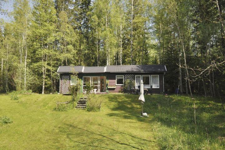 Trevlig stuga med skogstomt,lugnt område (Stuga uthyres i Karlskoga, Rosensjö, Värmland)