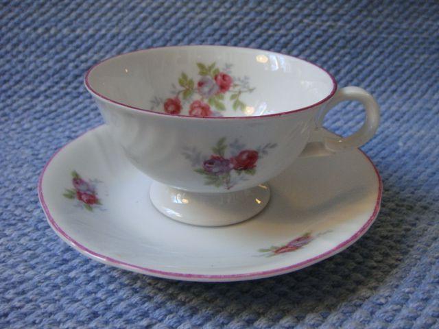 Pikkuruusu kahvikuppi, punareuna | Arabian vanhat astiat - Wanhat Kupit verkkokauppa