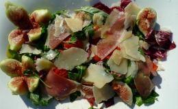 Receita de salada de rúcula, manjericão, hortelã e radicchio com presunto de Parma e parmesão de Olivier Anquier