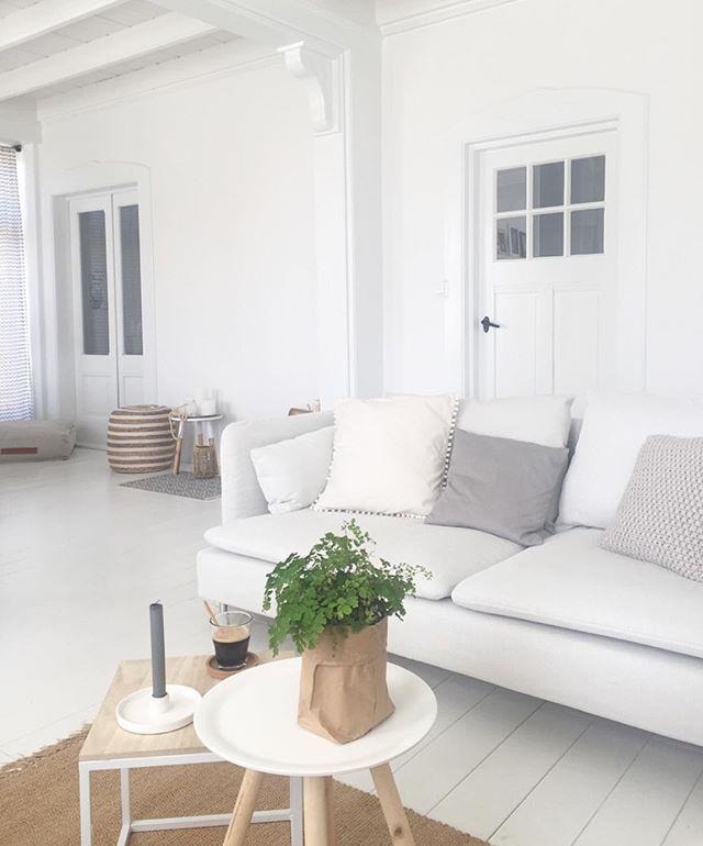 MY NEW LOVE - dit is der dan, onze nieuwe bank. zo fijn dat je bij Ikea gewoon nieuwe hoezen kunt kopen. We wouden de bank namelijk niet kwijt, die zit zó lekker! Dit is trouwens de nieuwste kleur; finnsta wit. Ik ga nog even genieten van deze knapperd! Fijne zondag lievies! #new #couch #white #ikea #söderhamn #morning #sunday #sunny #sunshine #whiteliving #livingroom #farmhouse #inspiration #inspire #lovemyhouse #instagood #instalike #photooftheday