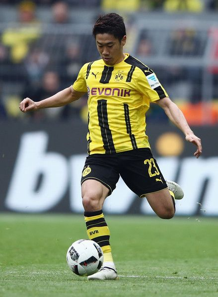 Shinji Kagawa of Dortmund controles the ball during the Bundesliga match between Borussia Dortmund and Eintracht Frankfurt at Signal Iduna Park on April 15, 2017 in Dortmund, Germany.