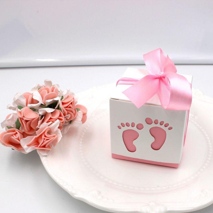 Super sød lyserød gaveæske med søde babyfødder motiver. Rigtig gode som bordpynt og barnedåbspynt.