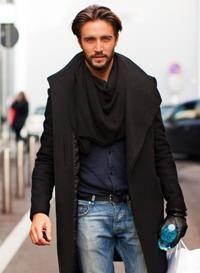 Как мужчине завязывать шарф на классическом пальто