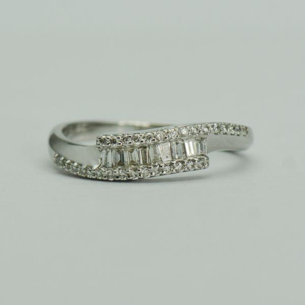 Inel de aur alb 18k cu diamante