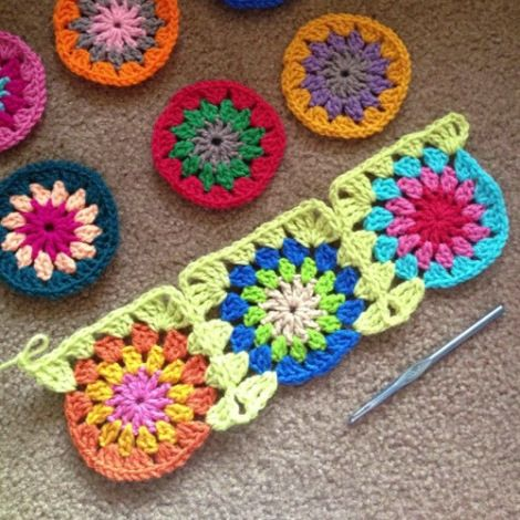 "Note: nice tute for continuous join as you go granny squares. 20"" (?) cushion cover"