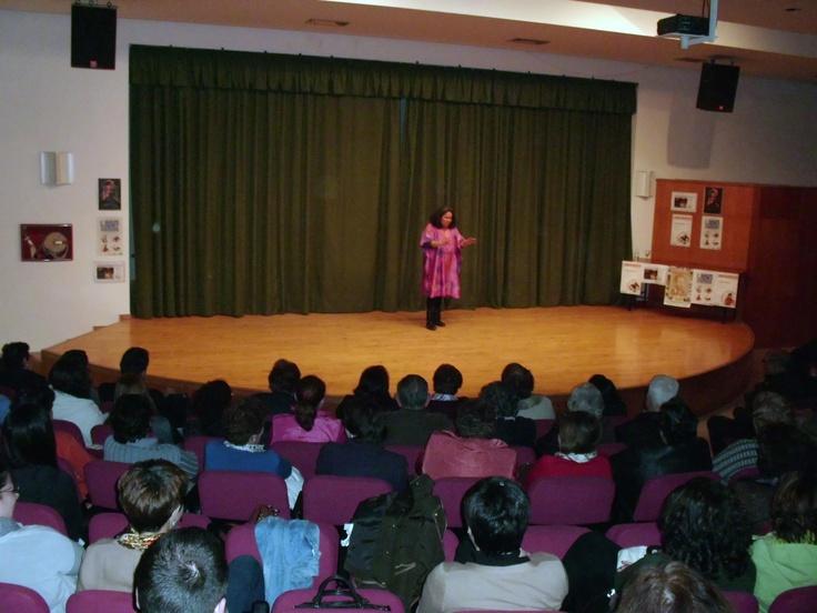 Sesión de cuentos para adultos de Caroliba Rueda en la Biblioteca Gómez Sara. Fuente del Maestre (Badajoz)