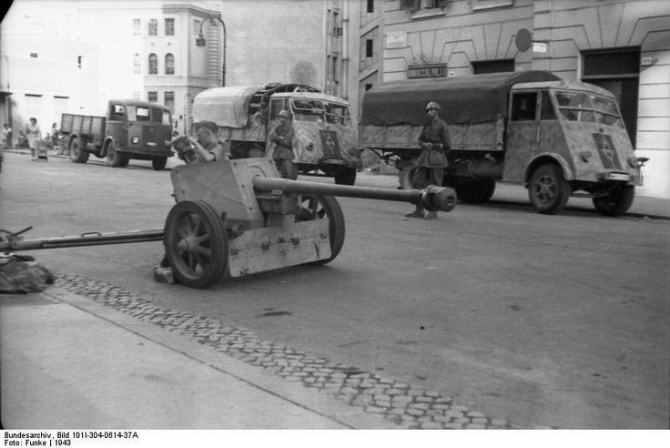 German 50 Mm Anti Tank Gun: [Photo] 7.5 Cm PaK 40 Anti-tank Gun In An Italian Town