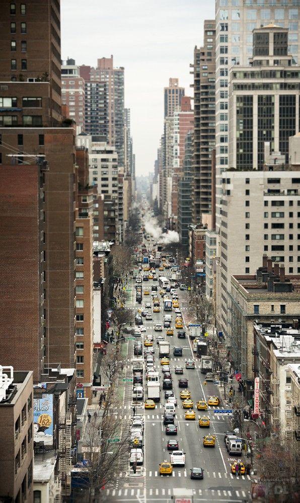 Cheap New York: apprécier nyc avec un petit budget (Detour Local) -> Vue des grattes-ciels de New York à bord du funiculaire www.detourlocal.com/cheap-new-york/