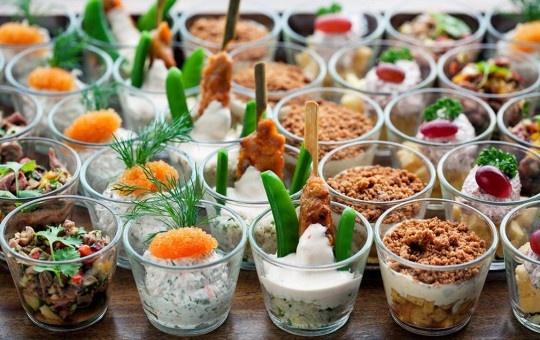 Mingelmat! Servera i glas. Fin och praktiskt catering. | Onzo Catering