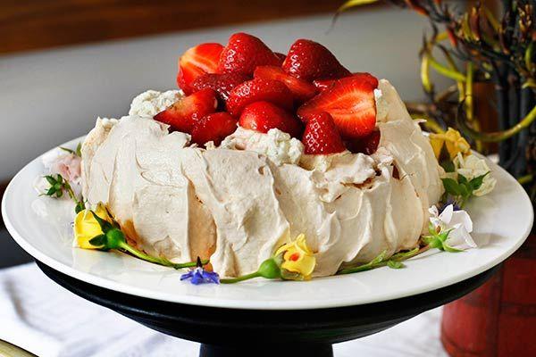 Timmy's pavlova with vanilla honey yoghurt cream and strawberry compote – Recipes – Bite
