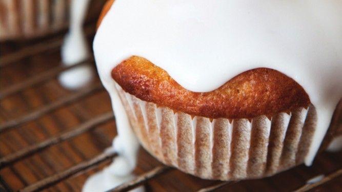 Hairy dieters - lemon & blueberry cupcakes