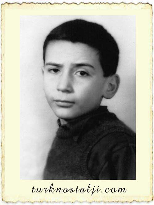 Tuncel Kurtiz'in çocukluk resmi - Türk Nostalji