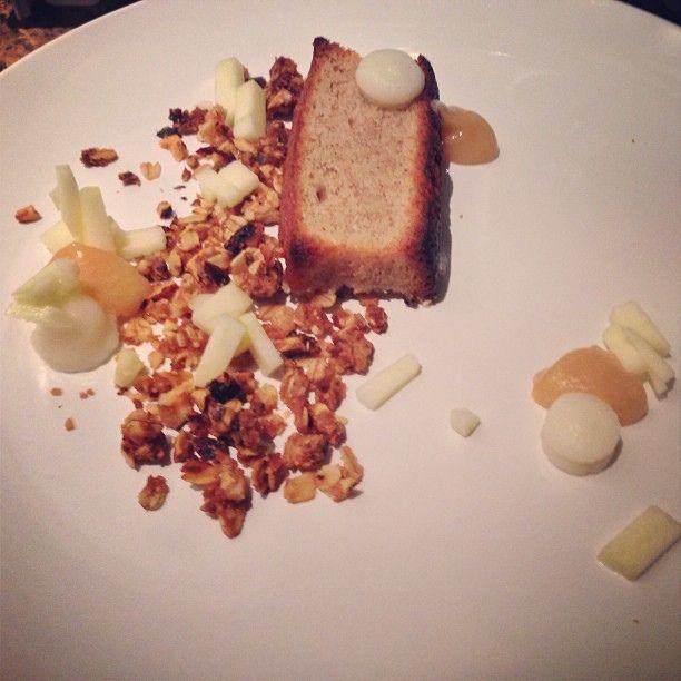 Cake aux pommes, crumble d'avoine, crème de gingembre et caramel de pomme   Flickr - Photo Sharing!