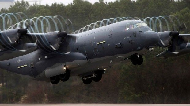 These Pretty Vortices Make This Super Hercules a Magical Aircraft | Gizmodo UK