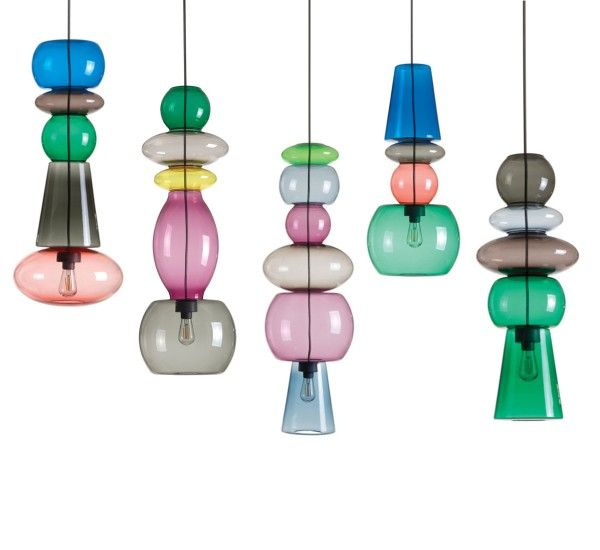Candyfornia is a pendant lamp Fatboy. Balls in different shapes and colors made of polycarbonate, polystyrene and ABS.