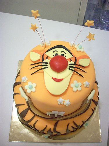 Tigger Cake..oh my goodness, I TOTALLY need to make this!!!!