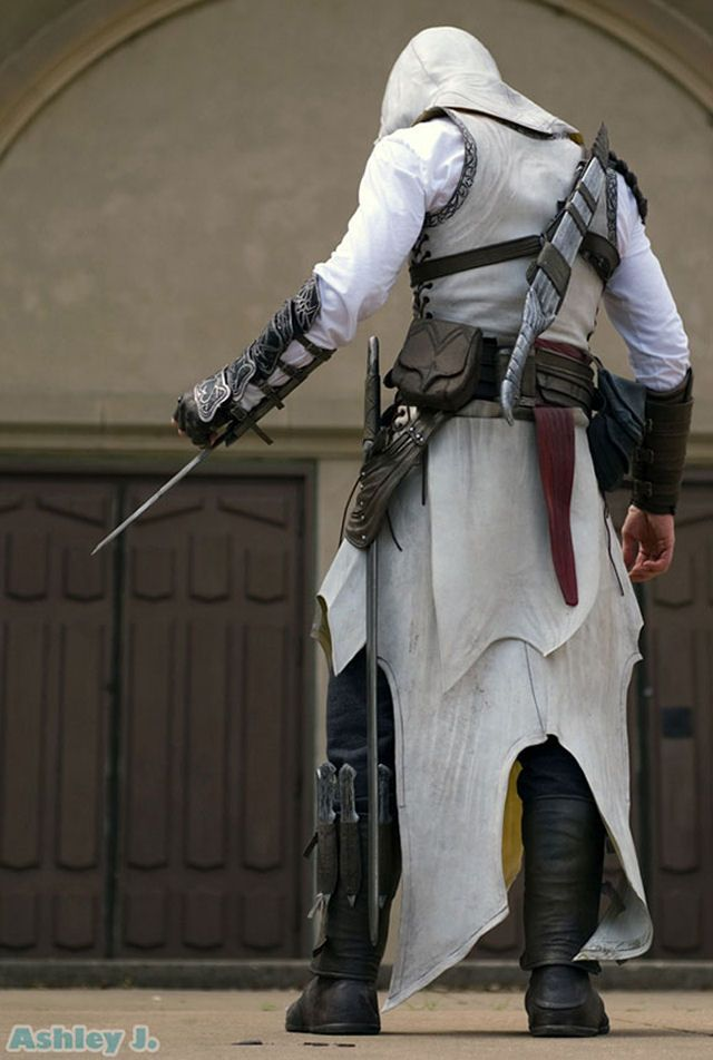 Assassin's Creed cosplay. you people do not know how much I long to cosplay Assassin's Creed.